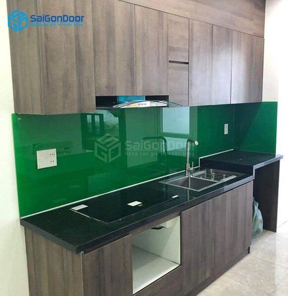 Tủ bếp gỗ SaigonDoor có chi phí hợp lý.